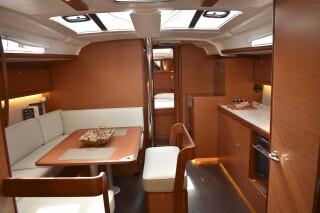 yacht nima sailing in lefkada interior